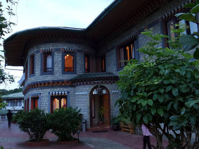 Meri Phuensum Resort