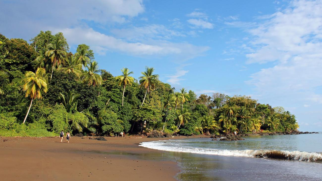 how to avoid the crowds in costa rica