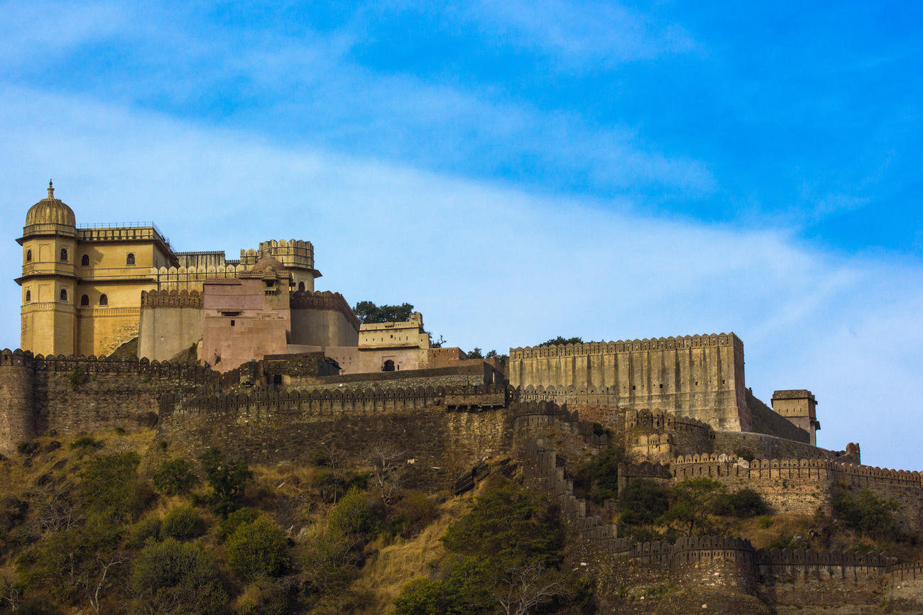 Visit the fort at Arvalli Hills  in Kumbhalarh